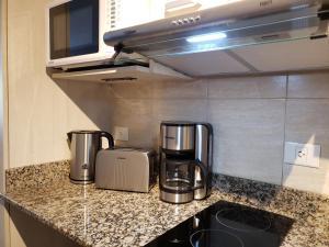 Una cocina o kitchenette en URBANA SUITES & STUDIOS 440