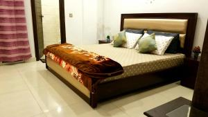 A bed or beds in a room at 1 BHK clean and cozy apartment Islamabad