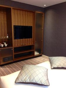 A television and/or entertainment center at Clayton Hotel Birmingham