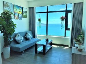 A seating area at iSeaview Nha Trang Beach Apartment