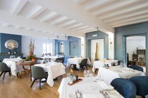 A restaurant or other place to eat at Bilderberg Kasteel Vaalsbroek