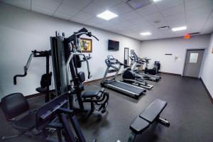 The fitness center and/or fitness facilities at Best Western PLUS Downtown/Music Row