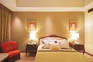 سرير أو أسرّة في غرفة في فندق ذا مانيلا