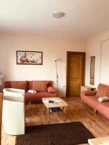A seating area at Barki Apartman