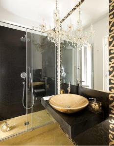 A bathroom at Gem De Luxe Suite Catania
