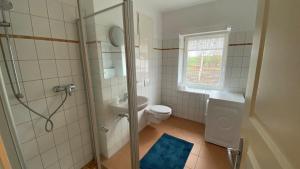 Ein Badezimmer in der Unterkunft Alte Brennerei