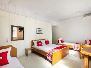 A bed or beds in a room at OYO Pousada Le Charme De La Ville