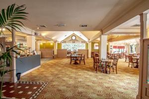 A restaurant or other place to eat at Holiday Inn Ipswich Orwell