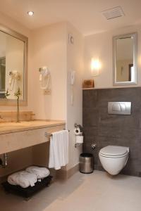 A bathroom at Korumar Hotel Deluxe