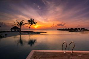 Der Swimmingpool an oder in der Nähe von VARU by Atmosphere - Premium All Inclusive with Free Transfers