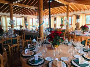 A restaurant or other place to eat at Hotel Rural Familiar Almirez-Alpujarra