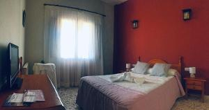 A bed or beds in a room at Hotel Rural Familiar Almirez-Alpujarra