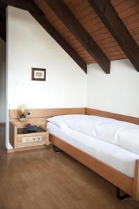 Ein Bett oder Betten in einem Zimmer der Unterkunft Wolfensberg