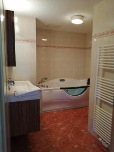 A bathroom at Chalet zur Rose