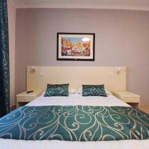 A bed or beds in a room at Hotel Centrale Spa & Relax