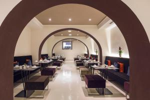 A restaurant or other place to eat at Rome Life Hotel