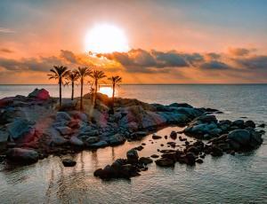 Alba o tramonto visti dall'interno del resort o dai dintorni