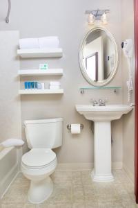 A bathroom at Belltown Inn