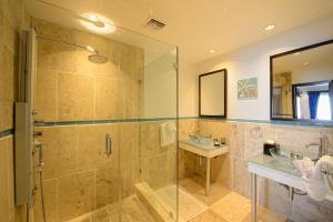 A bathroom at Coral Beach Club Villas & Marina