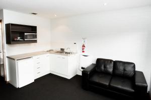 A kitchen or kitchenette at Bay Hotel Apartments (Previously Apartments at Woolmers)