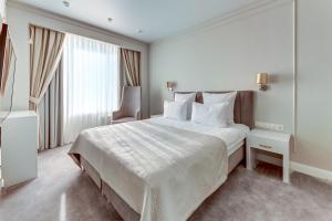Ein Bett oder Betten in einem Zimmer der Unterkunft Tourist Hotel