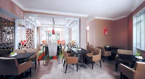 A restaurant or other place to eat at Swissotel Merchant Court Singapore (SG Clean)
