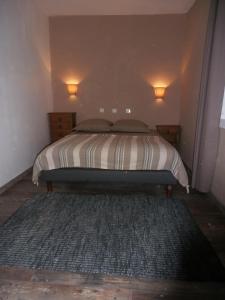 A bed or beds in a room at La vallée de Gaïa
