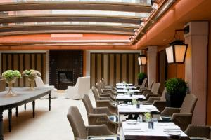A restaurant or other place to eat at Splendid Venice - Starhotels Collezione