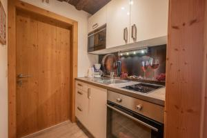A kitchen or kitchenette at Appartements Zinner-Pale