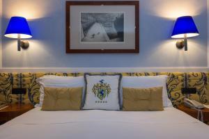 מיטה או מיטות בחדר ב-Grand Hotel Ortigia