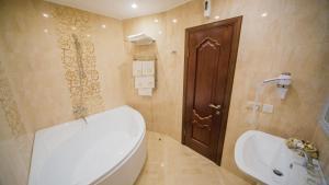 A bathroom at Fenix
