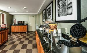 A kitchen or kitchenette at Hampton Inn & Suites Rockland