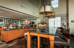 A restaurant or other place to eat at Hampton Inn & Suites Rockland