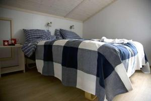 A bed or beds in a room at Leksand Strand Camping och Resort