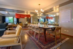 Un restaurant u otro lugar para comer en Hub Porteño