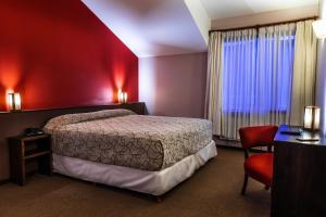 Una cama o camas en una habitación de Pudu Lodge