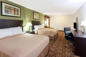 A bed or beds in a room at Super 8 by Wyndham Decatur/Dntn/Atlanta Area