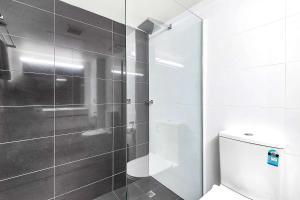 A bathroom at Quality Inn O'Connell