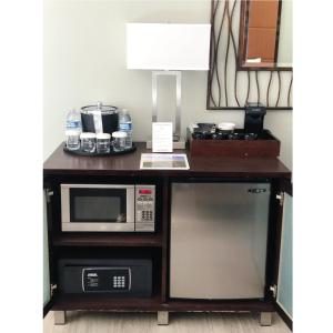 A kitchen or kitchenette at Mariposa Inn and Suites