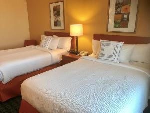 A bed or beds in a room at Fairfield Inn and Suites Sacramento Airport Natomas