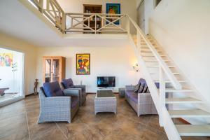 Uma área de estar em Beautiful Spacious Seaside Penthouse, Jan Thiel