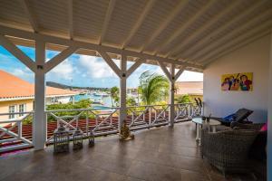 Uma varanda ou terraço em Beautiful Spacious Seaside Penthouse, Jan Thiel