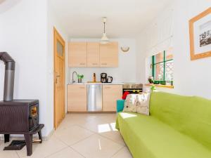Kuchnia lub aneks kuchenny w obiekcie Holiday Home with Terrace and Fireplace - PL 034.004