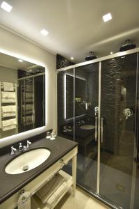 A bathroom at Hotel Vis à Vis