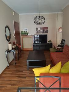 A seating area at Top Floor Apartment