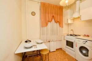 Cuisine ou kitchenette dans l'établissement KvartiraSvobodna Tverskaya