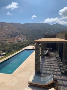 Θέα της πισίνας από το Onar Andros ή από εκεί κοντά