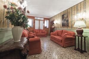 A seating area at Palazzo Cendon Piano Antico