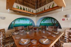 Ресторан / где поесть в PA Beach Club & Hotel by GuruHotel