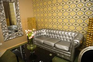 A seating area at Weekend Boutique Hotel